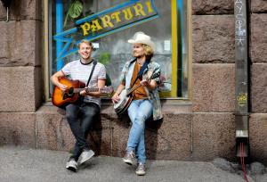 HSKU 20160702 HELSINKI. Kalevauva.fi -duo Aapo Niininen (vas) ja Kimmo Numminen Kalliossa. © Leif Rosas redstar