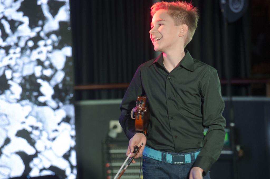 Folklandian gaalassa Arvid Lundén esitti amerikkalaisen Boil ´em Cabbage Down -kappaleen, joka on kulkenut mukana kuusivuotiaasta asti. Kuva: Petri Kivinen